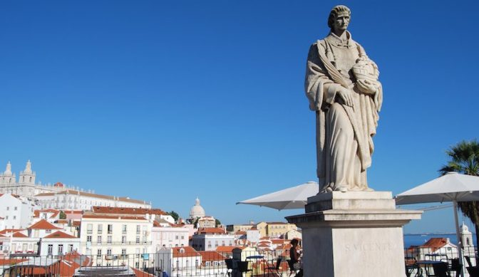 Alfama – ancient streets, Fado music and guided walks in Lisbon